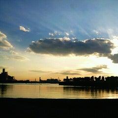 Photo taken at お台場海浜公園 (Odaiba Marine Park) by かめんらいだー ま. on 11/9/2012