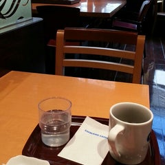 Photo taken at EXCELSIOR CAFFÉ 自由が丘マリクレール通り店 by taro t. on 2/13/2015
