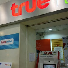 Photo taken at True Shop (ทรูช็อป) by Pibool S. on 7/4/2013