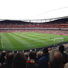 Photo taken at Emirates Stadium by Hayden B. on 4/28/2013