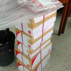 Photo taken at ไปรษณีย์ ลาดพร้าว (Lat Phrao Post Office) by Cherry B. on 2/13/2013