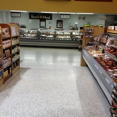 Photo taken at Publix by Lawrence W. on 1/6/2013