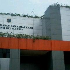 Photo taken at Dinas Pertamanan dan Pemakaman Provinsi DKI Jakarta by Taufiq O. on 10/12/2012