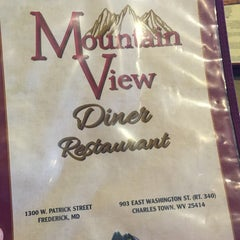 Photo taken at Mountain View Diner by Andy B. on 2/7/2015