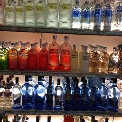 Photo taken at Olde Crabapple Bottle Shoppe by Katherine W. on 7/19/2013