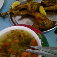 Photo taken at Ayam Goreng Kalasan Ny. Wilujeng by andi a. on 10/8/2012