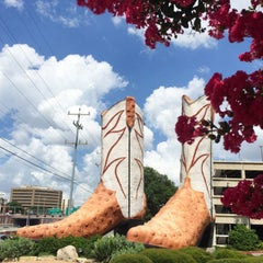 Photo taken at World's Largest Cowboy Boots by Kseniya S. on 6/12/2015