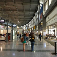 Photo taken at Austin Bergstrom International Airport (AUS) by Antonio R. on 4/8/2013