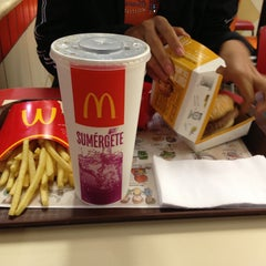 Photo taken at Mc Donald's by Micaela C. on 4/18/2013
