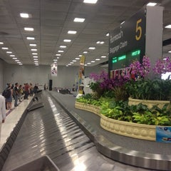 Photo taken at Baggage Claim 5 by Nusara K. on 10/5/2014