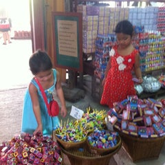 Photo taken at ตลาดโก้งโค้ง บ้านแสงโสม (Talard Kong Khong) by Ratti K. on 2/16/2013