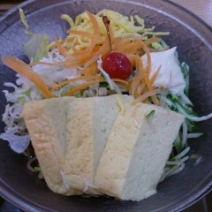 Photo taken at 京都ラーメン春陽堂 つかしん店 by Izumi T. on 6/24/2014