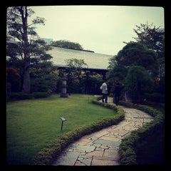 Photo taken at 根津美術館 (Nezu Museum) by Shogo I. on 10/14/2012