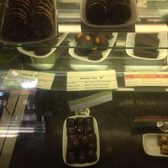 Photo taken at Chakra 4 Vegetarian Restaurant by Coco J. G. on 6/8/2014