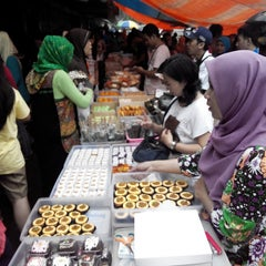 Photo taken at Pasar Kue Tradisional by Ardhy A. on 4/19/2014