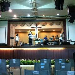 Photo taken at Hope Bangkok Church (คริสตจักรความหวังกรุงเทพฯ) by JajaaToffees L. on 10/20/2013