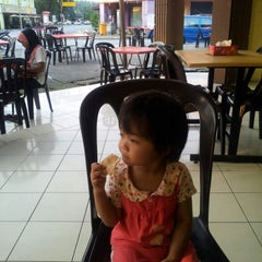 Photo taken at Restoran Vicchuda Meru Indah by Eddy Z. on 1/26/2013