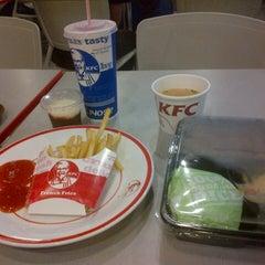 Photo taken at KFC by Joe Ronald H. on 7/26/2013