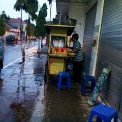 Photo taken at Tahu Tek Taman Siswa by YulKoz on 1/16/2013