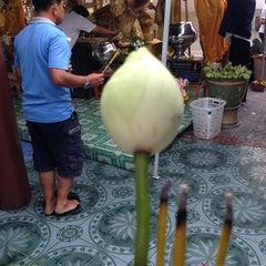 Photo taken at พระบรมสารีริกธาตุ วัดพระศรีมหาธาติ by LinkinPark P. on 8/3/2014