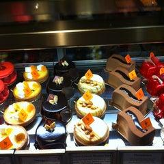 Photo taken at Bouchon Bakery by Gözde G. on 5/26/2013