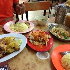 Photo taken at Nasi Ayam Hainan Chee Meng by Lyndee L. on 1/28/2013