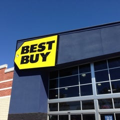 Photo taken at Best Buy by JRCX . on 9/19/2013