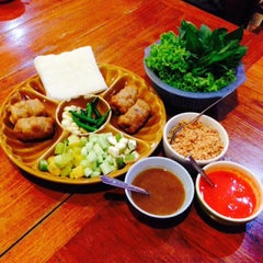 Photo taken at แหนมเนืองลับแล by 👑NinG🌸🐳💋✨✨ L. on 7/15/2015