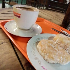 Photo taken at Dunkin' Donuts by Hengky -. on 5/4/2014