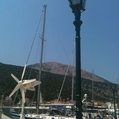 Photo taken at Πέρασμα (Perasma) by Licia M. on 6/21/2013