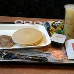 Photo taken at McDonald's by Jonathan Hernan C. on 8/7/2013
