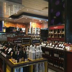 Foto tomada en El Mundo del Vino por Faina el 11/8/2014
