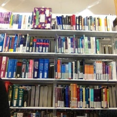 Photo taken at Dorothy Hill Physical Sciences & Engineering Library by João Luiz G. on 10/30/2012