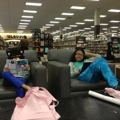 Photo taken at Books-A-Million by Mafe B. on 2/24/2013