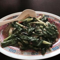 Photo taken at ทวีชัยโภชนา (Thaveechai Restaurant) by สันติธร ย. on 10/28/2015