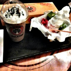 Photo taken at J.Co Donuts & Coffee by ujjiew u. on 12/28/2012