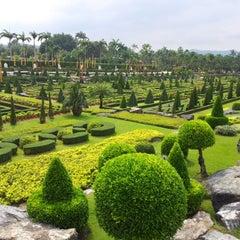 Photo taken at สวนนงนุช (Nong Nooch Garden & Resort) by Qu s. on 11/11/2012