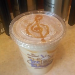 Photo taken at The Coffee Bean & Tea Leaf® by David N. on 4/29/2014