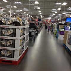 Photo taken at Sam's Club by Batman on 11/10/2012
