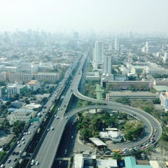 Photo taken at TIPCO Tower (อาคารทิปโก้) by nong S. on 2/9/2015