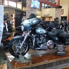 Photo taken at Southern Thunder Harley-Davidson by Jim T. on 4/10/2014