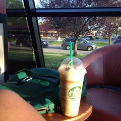 Photo taken at Starbucks by Sophia L. on 5/21/2013
