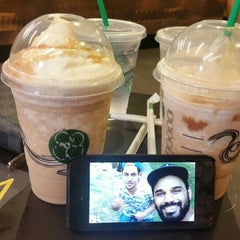 Photo taken at Starbucks by Hamza M. on 8/7/2015