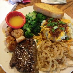 Photo taken at Chili's Grill & Bar by Jody M. on 5/22/2013