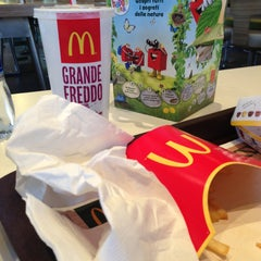 Photo taken at McDonald's by Romina R. on 5/26/2013