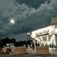 Photo taken at Costco by Caminαλεχ 🚶 on 7/1/2013