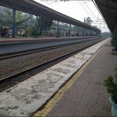 Photo taken at Stasiun Pondok Cina by Ochi S. on 6/16/2013