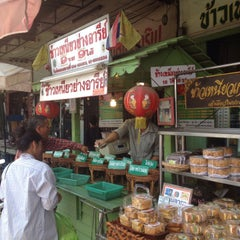 Photo taken at ข้าวเหนียวย่างอารีย์ by Thanasorn K. on 4/24/2014
