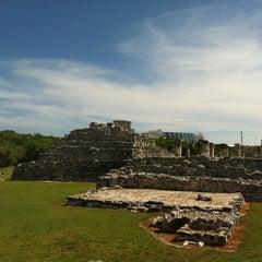 Photo taken at Zona Arqueológica El Rey by Gaby G. on 9/15/2012