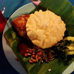 Photo taken at Saloma Nasi Lemak Panas & Daun Pisang by Rafiq R. on 12/7/2014